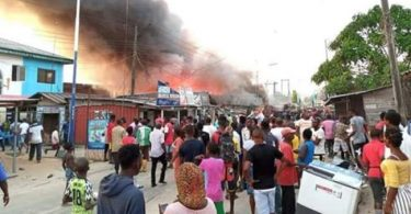 DIRI: Chaos in Bayelsa; protesters besiege Govt House, Police take over APC secretariat