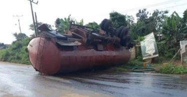 Fire disaster averted as tanker falls, spills diesel on road