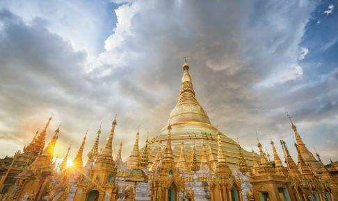 Solnedgang ved Shwedagon-pagoden