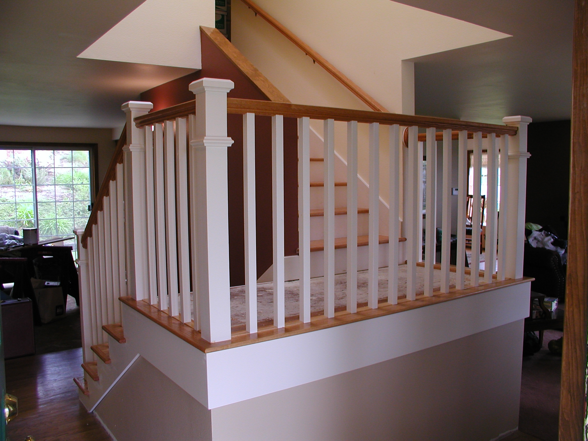 Dress Up Your Home With Stylish Stair Railings Rose Construction Inc | Split Level Entry Stairs | Raised Ranch | Tri Level | Modern | Knee Wall | Entrance
