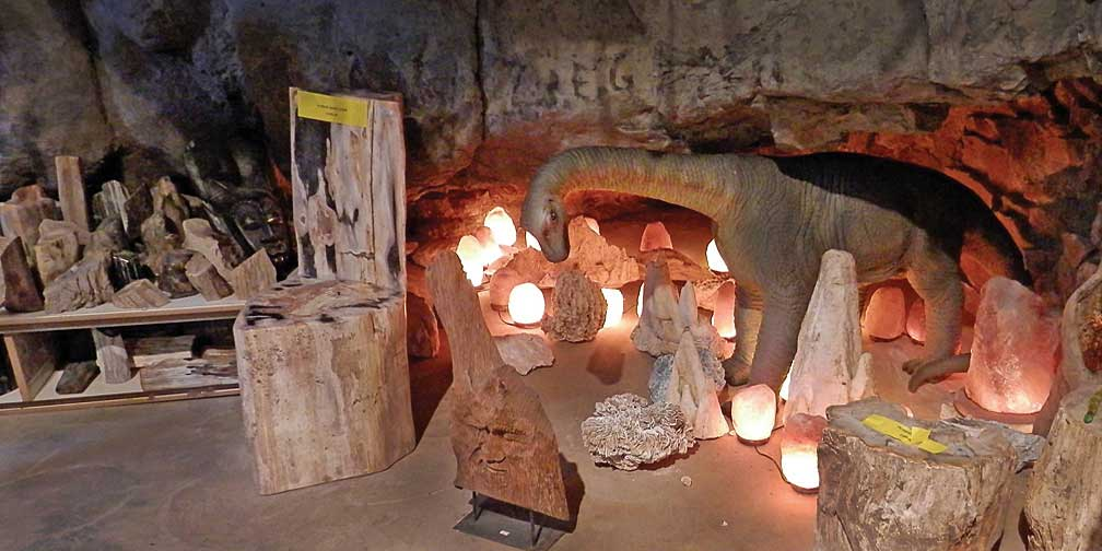 Inacitve Fox Cave Gem Mine And Curio Shop