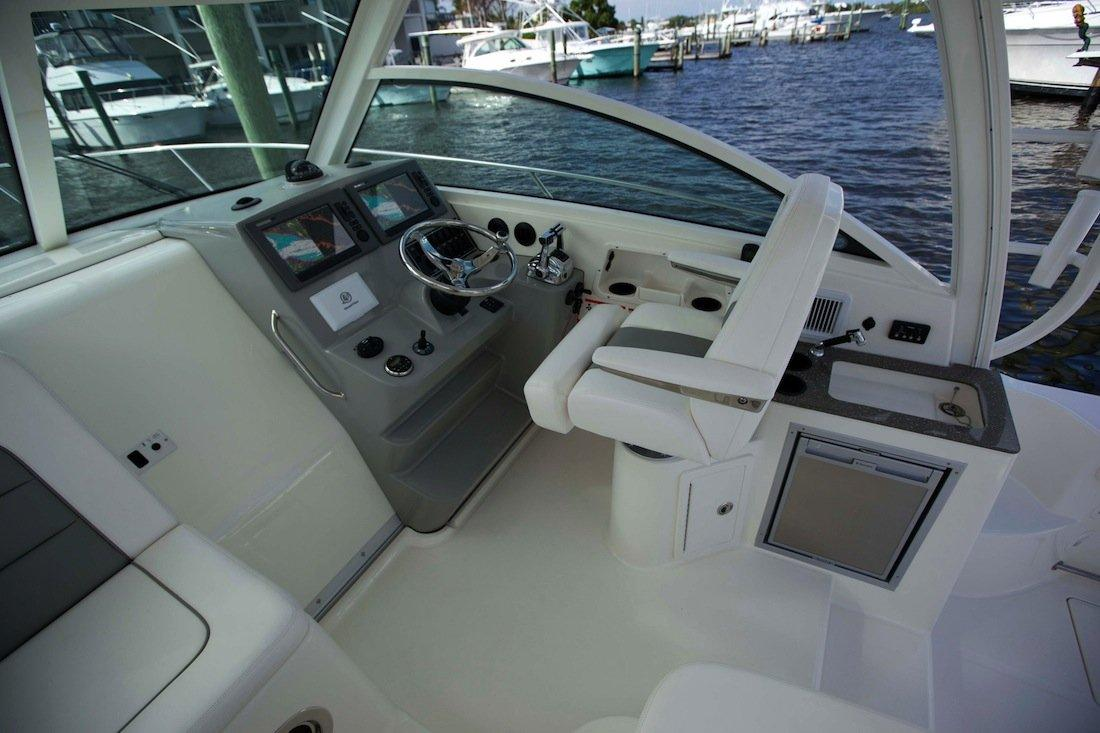 Pilothouse Whaler Boston 315