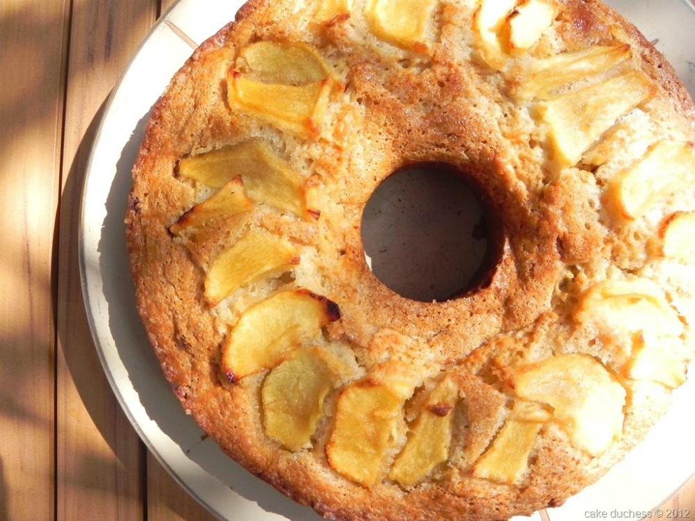 overhead image of a vegan apple ring cake
