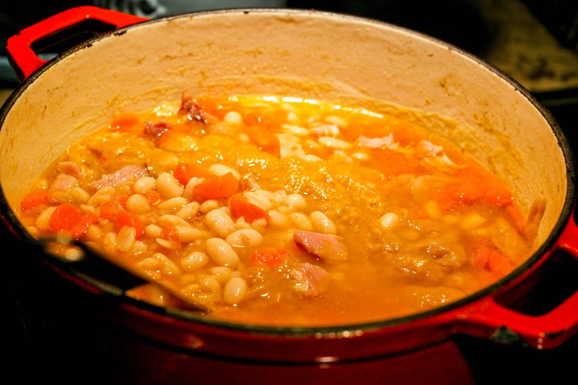 image of Hungarian ham and bean soup in a red pot