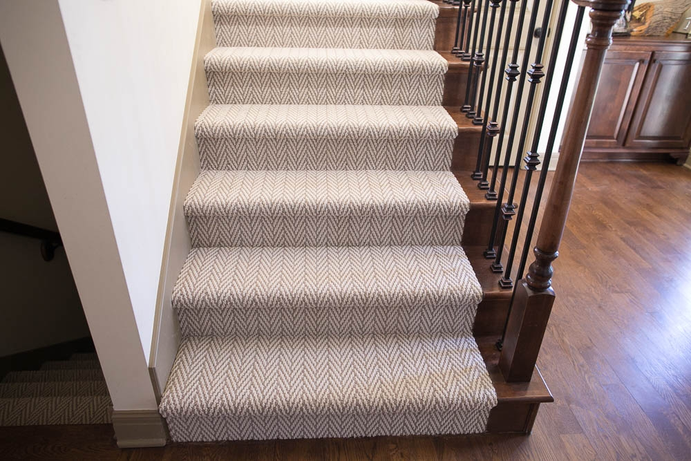 Hollywood Carpet Stairs Staricasre Renovation Ideas Sengerson | Best Patterned Carpet For Stairs | Modern | Foyer | Vintage | Stair Triangular Landing | Well Fitted