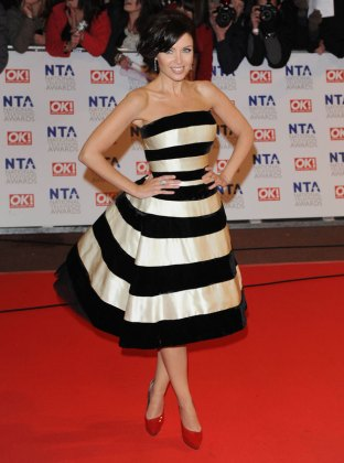 What to Wear With Red Shoes   Shoeperwoman Danni Minogue in a black and white stripe dress with red shoes  What to wear