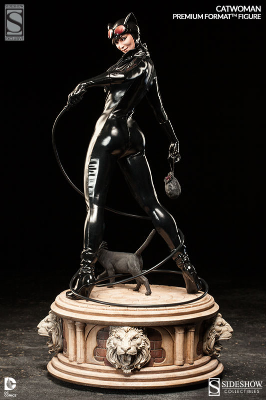 Catwoman whips up some action! | Sideshow Collectibles
