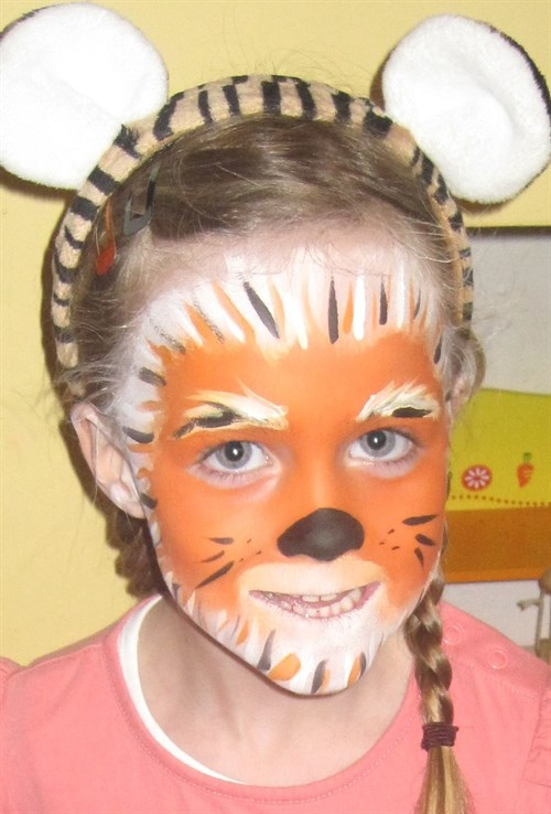 29 amazing face painting ideas for kids that you can do Frozen   Snowflakes Face Painting
