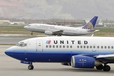 United and Continental Airlines to get in-flight WiFi ...