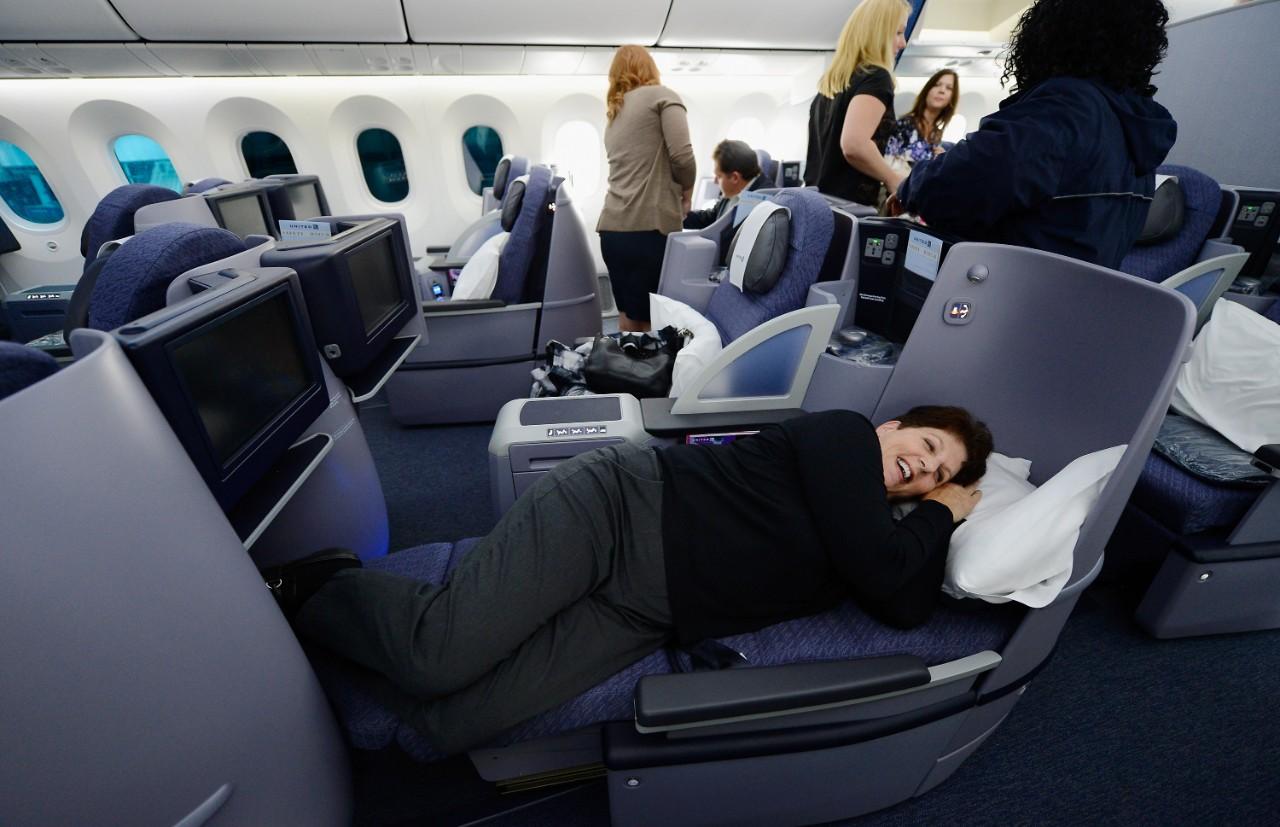 Knee Defender Fight Should Airlines Divert Flights