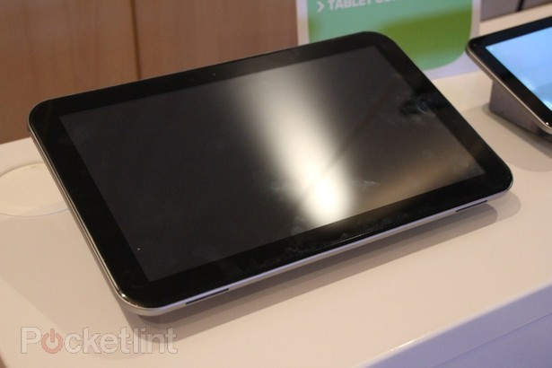 toshiba-13-3-inch-tablet-tegra-3-pictures-hands-on-9