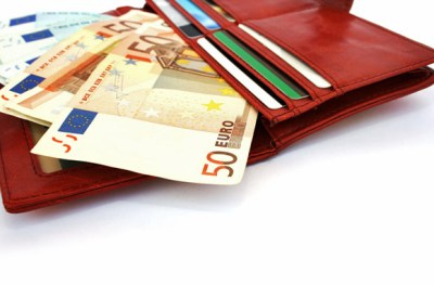 10 Smart Ways to Carry Money While Traveling - SmarterTravel