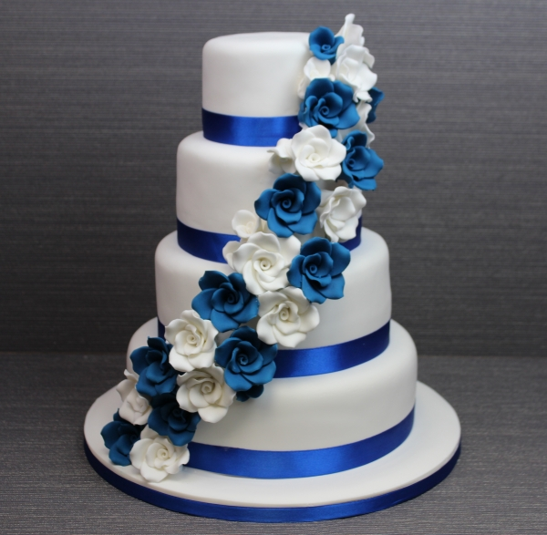 8 Males Royal Blue Wedding Cakes Photo   Royal Blue Wedding Cake     Royal Blue Wedding Cake with Roses