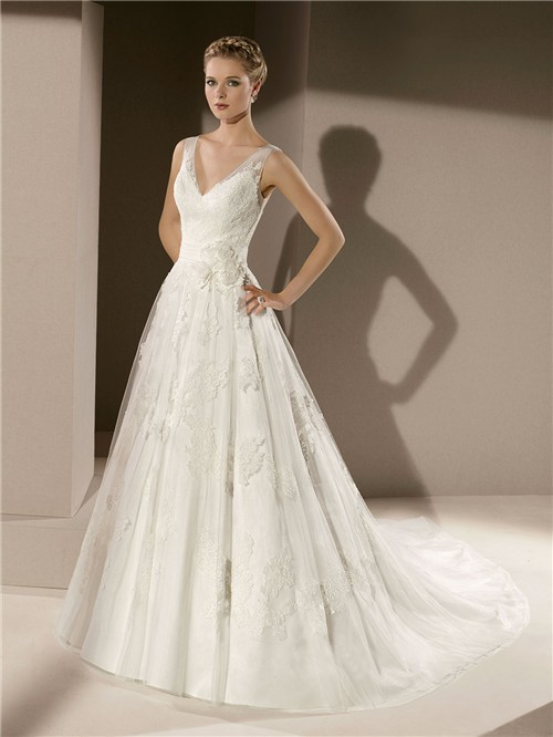 Classic A Line V Neck Low Back Vintage Lace Wedding Dress