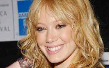 """Ha fatto sognare una generazione in """"Lizzie McGuire"""": sapete com'è oggi Hilary Duff?"""