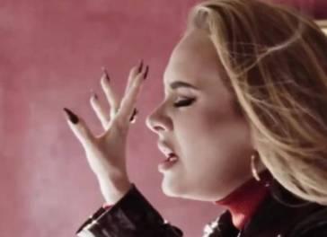 Adele fa il boom di ascolti: il significato del nuovo brano commuove il pubblico