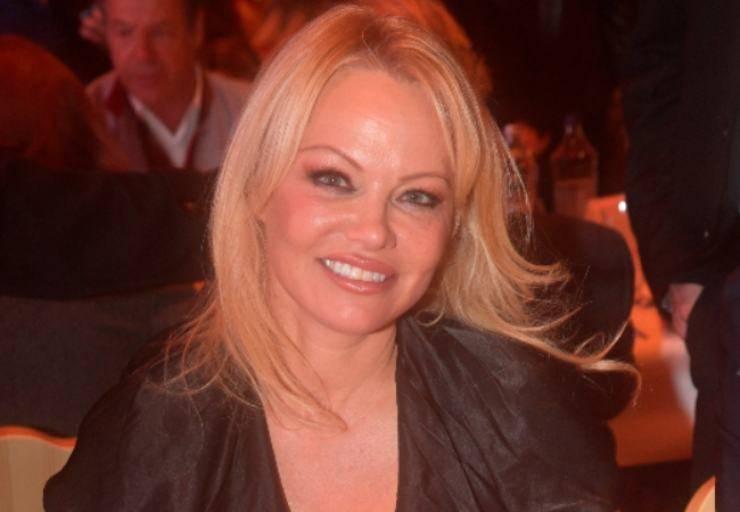 Pamela Anderson com'era da giovane? Spunta la foto prima dei ritocchi estetici