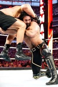 Seth Rollins Goes Low Against Brock Lesnar In Brutal War – WrestleMania 35