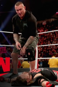 The crafty Randy Orton completely plays AJ Styles – MONDAY NIGHT RAW