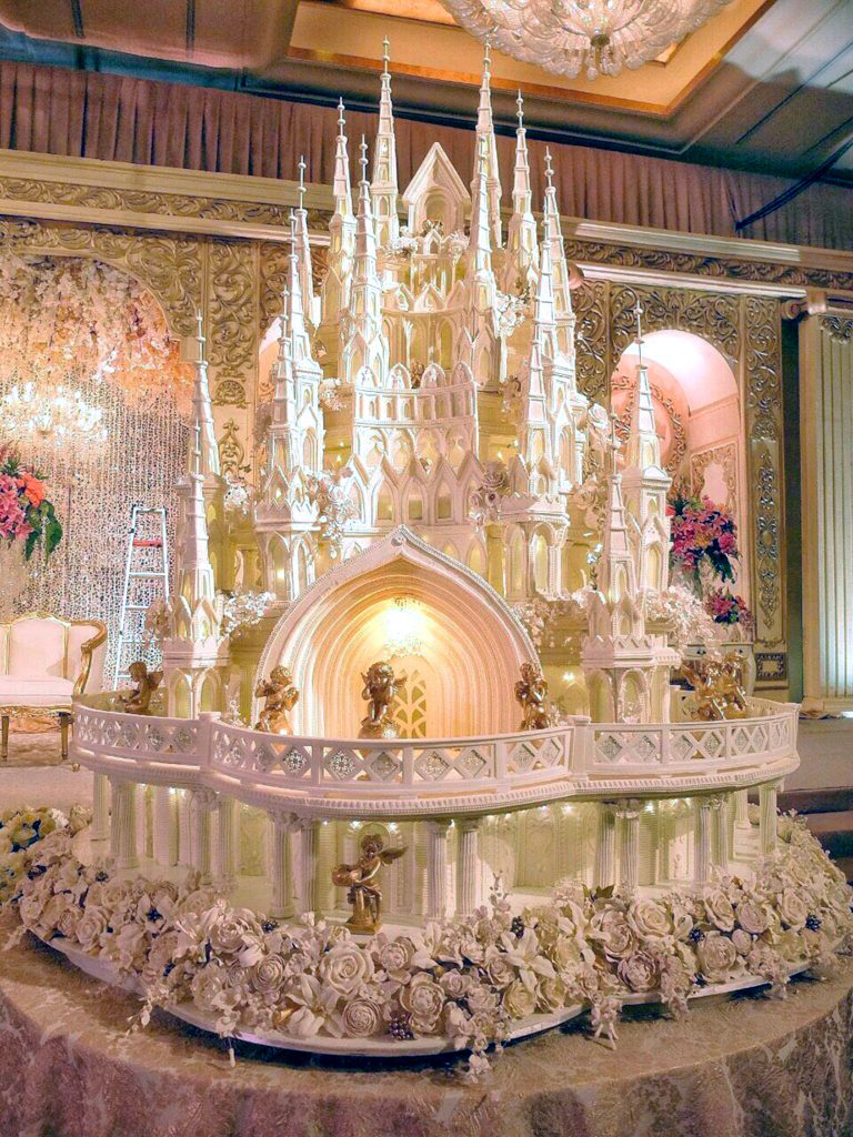 World s most extravagant wedding cakes for budget busting brides     PIC FROM Le Novelle  Caters News
