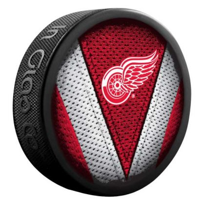 detroit-red-wings-stitch-puck