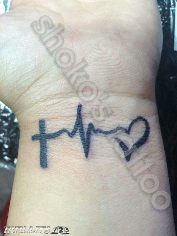Mano De Tatuajes En La Aves