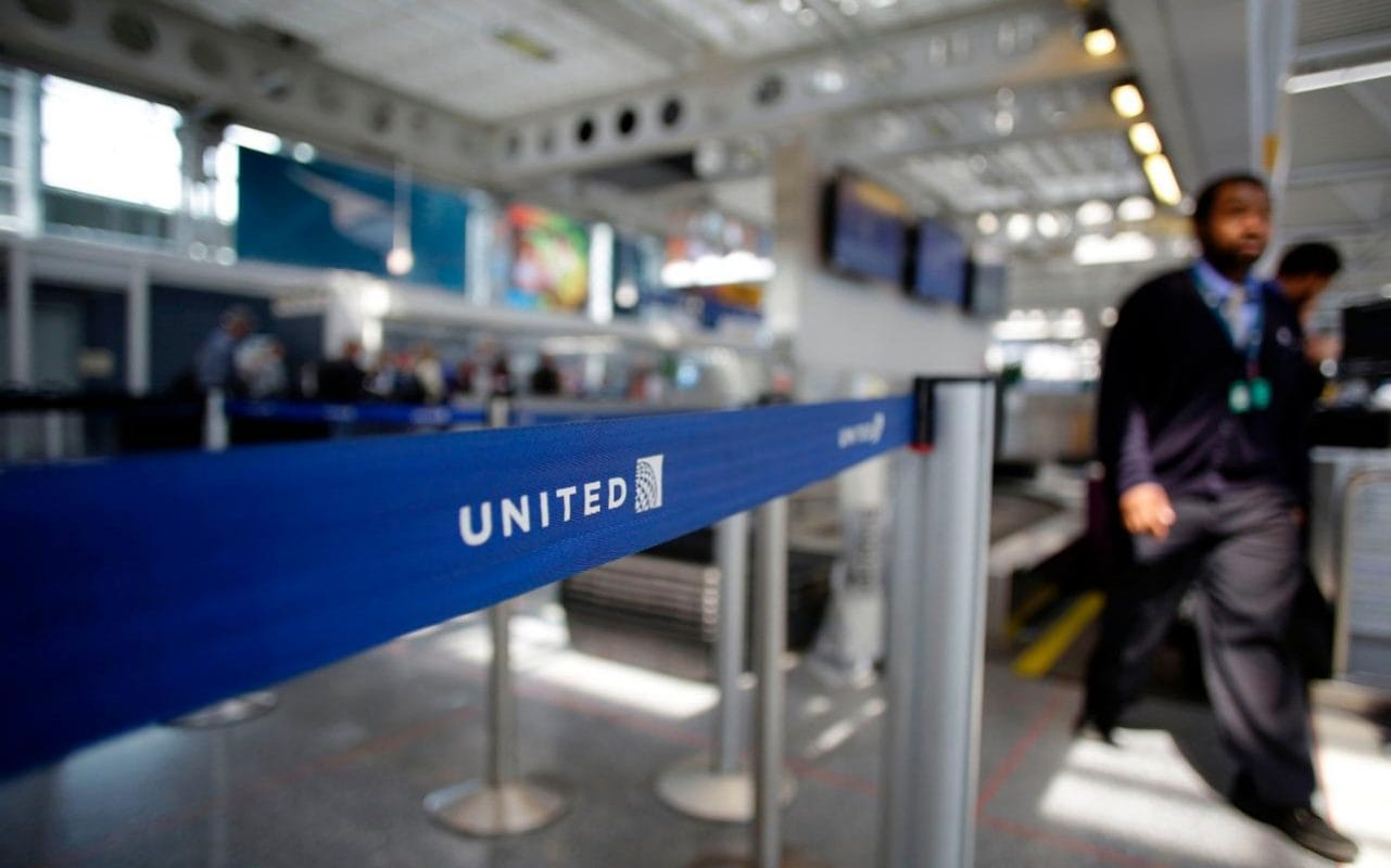 United Airlines Apologises After Giving Away Toddler S