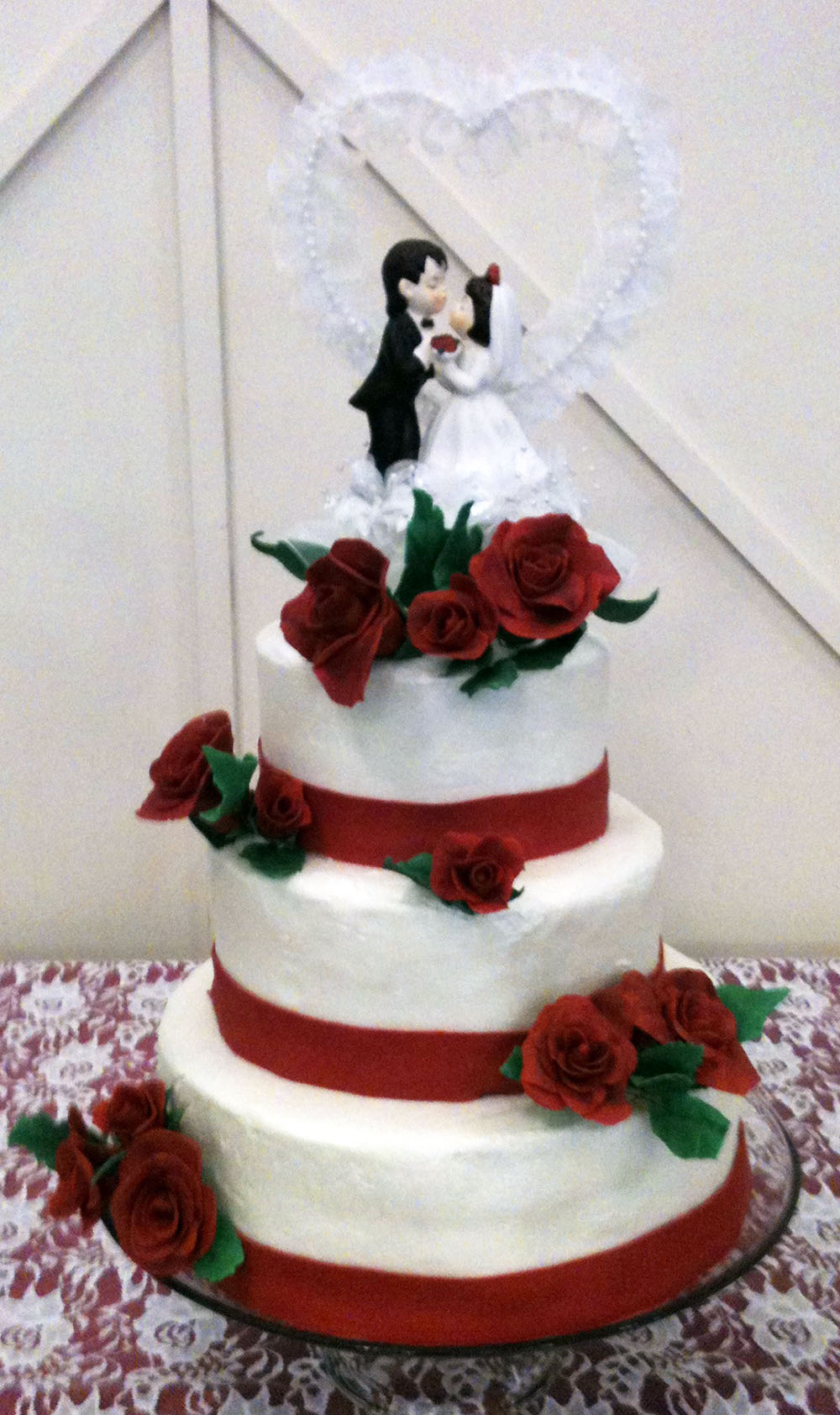 Red Rose Wedding Cake   Texas Rose Bakery Red Rose Wedding Cake