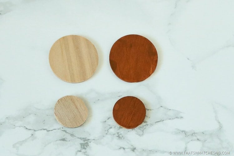 2 sizes of small circle wooden discs painted brown to use as the turkey body and head