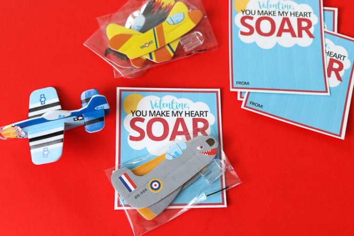 Assembly process of cards, printable, dab of glue and plane