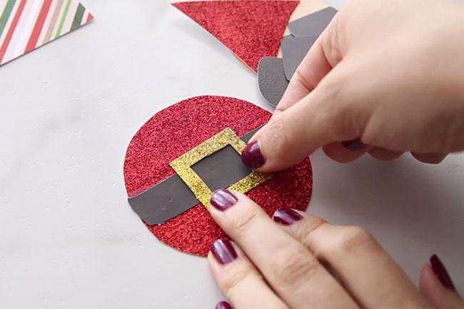 Make Santa Belt Clothespin Craft