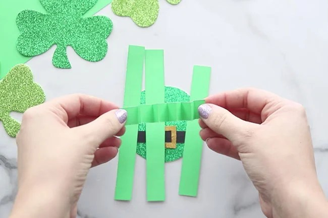 Make wiggly paper for arms