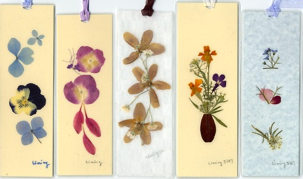 9 Creative Project Ideas for Pressed Flowers   The Garden Glove pressed flowers bookmark
