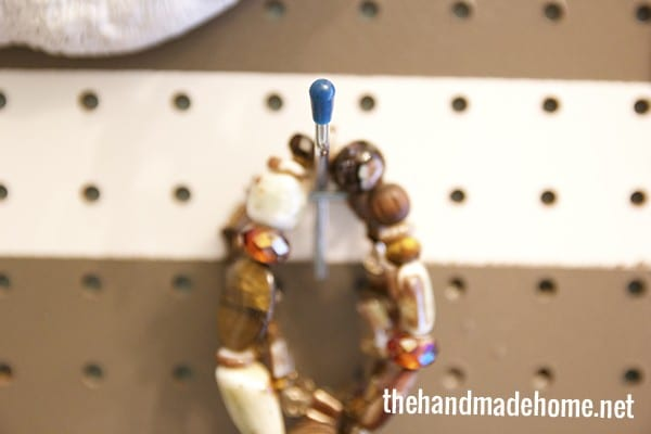 jewelry_organizer_for_the_closet