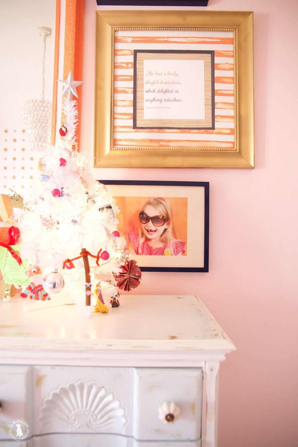 christmastour_little_girls_room