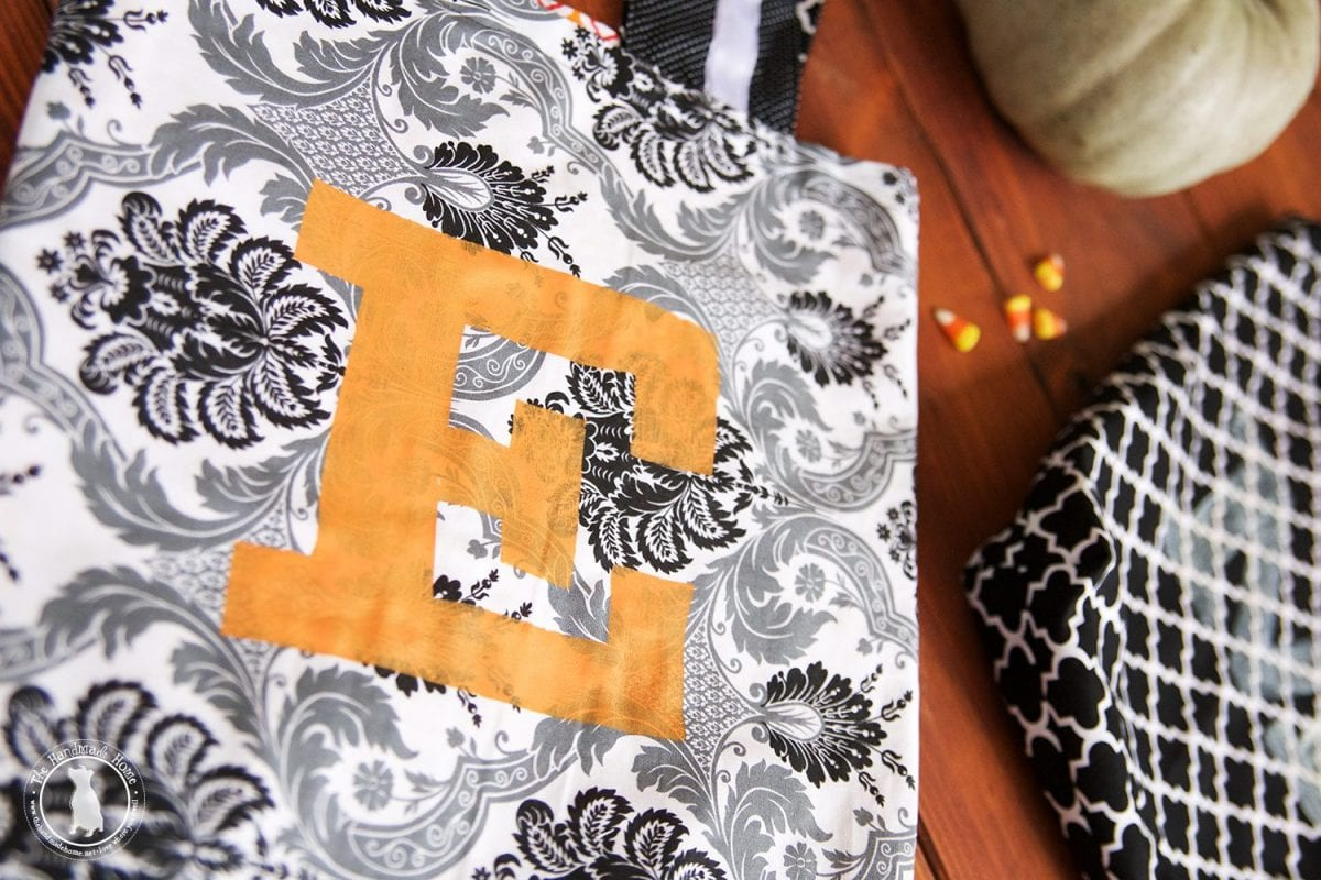 monogrammed_halloween_totes