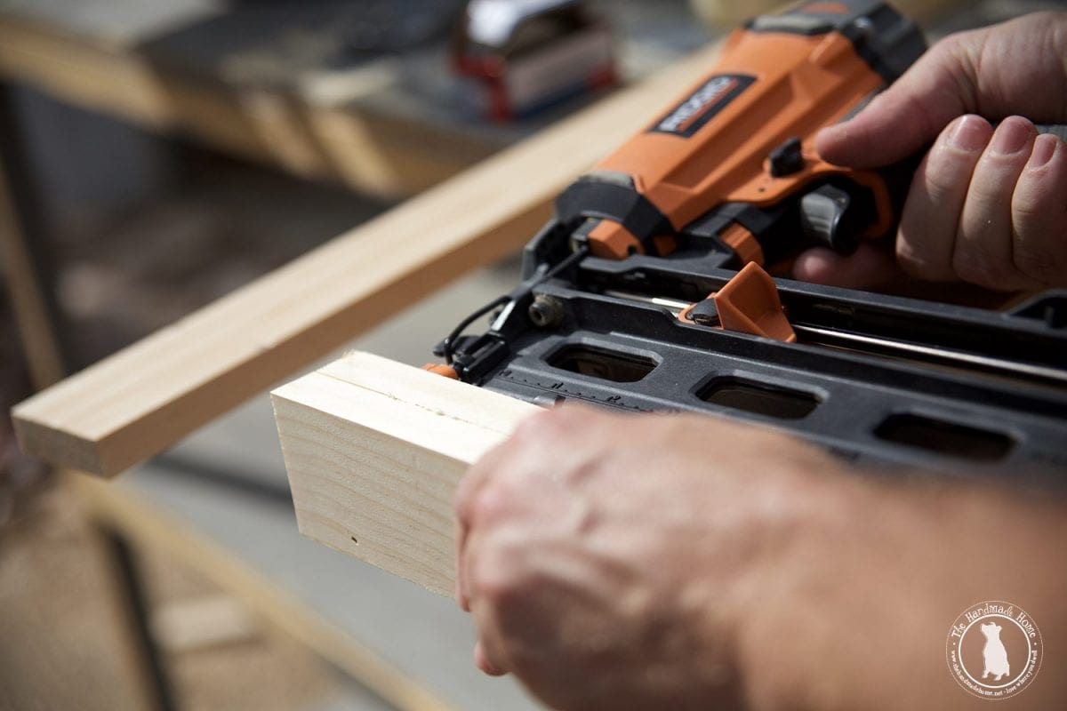 how_to_build_wooden_shelves