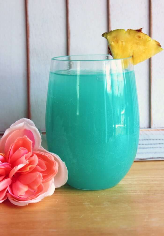 The Blue Hawaiian Cocktail | The Kitchen Magpie