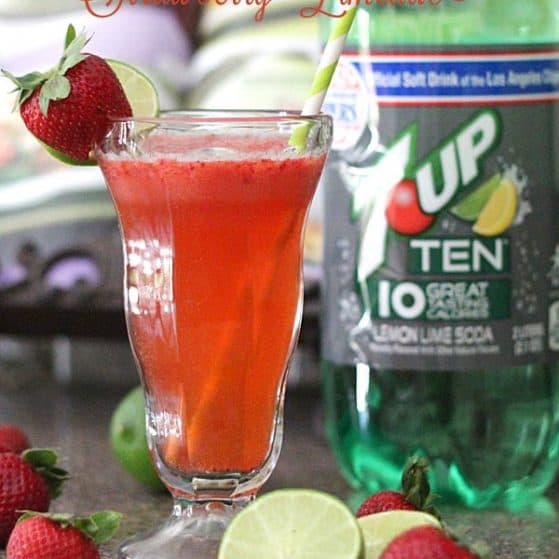 Perfect to sip by the pool this summer! Skinny Strawberry Limeade Recipe