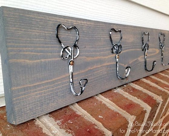 Beautiful! I need to make one of these ASAP! DIY Rustic Hook Hanging Board
