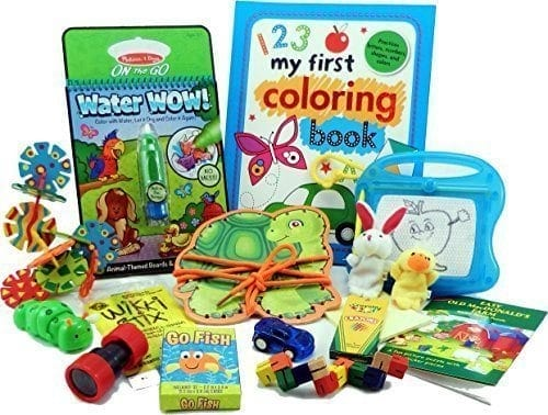 10+ Awesome Ways to Entertain your Kids on a Roadtrip: Travel Activity Bag| www.thepinningmama.com
