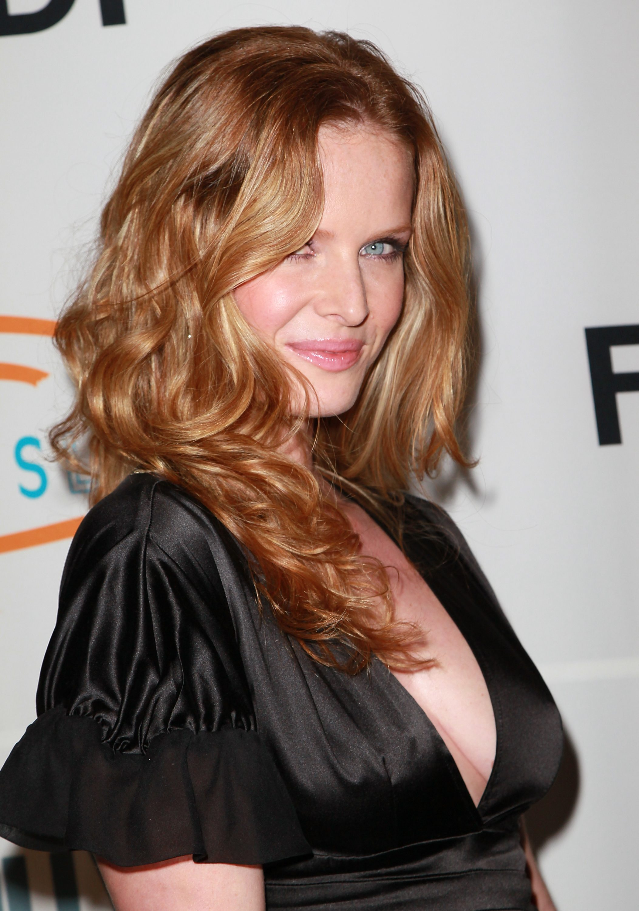 Rebecca Mader photo gallery - high quality pics of Rebecca ...