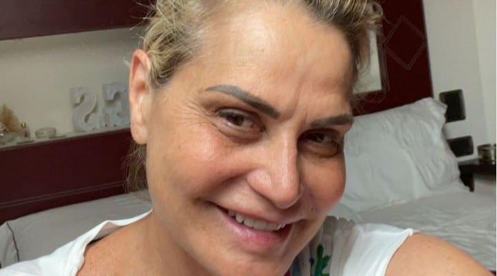 Simona Ventura nel mirino delle critiche per un selfie: a difenderla c'è la compagna dell'ex Stefano Bettarini