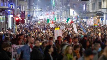 No Green Pass a Milano, un arresto alla manifestazione: denunciate 83 persone, anche per apologia al fascismo