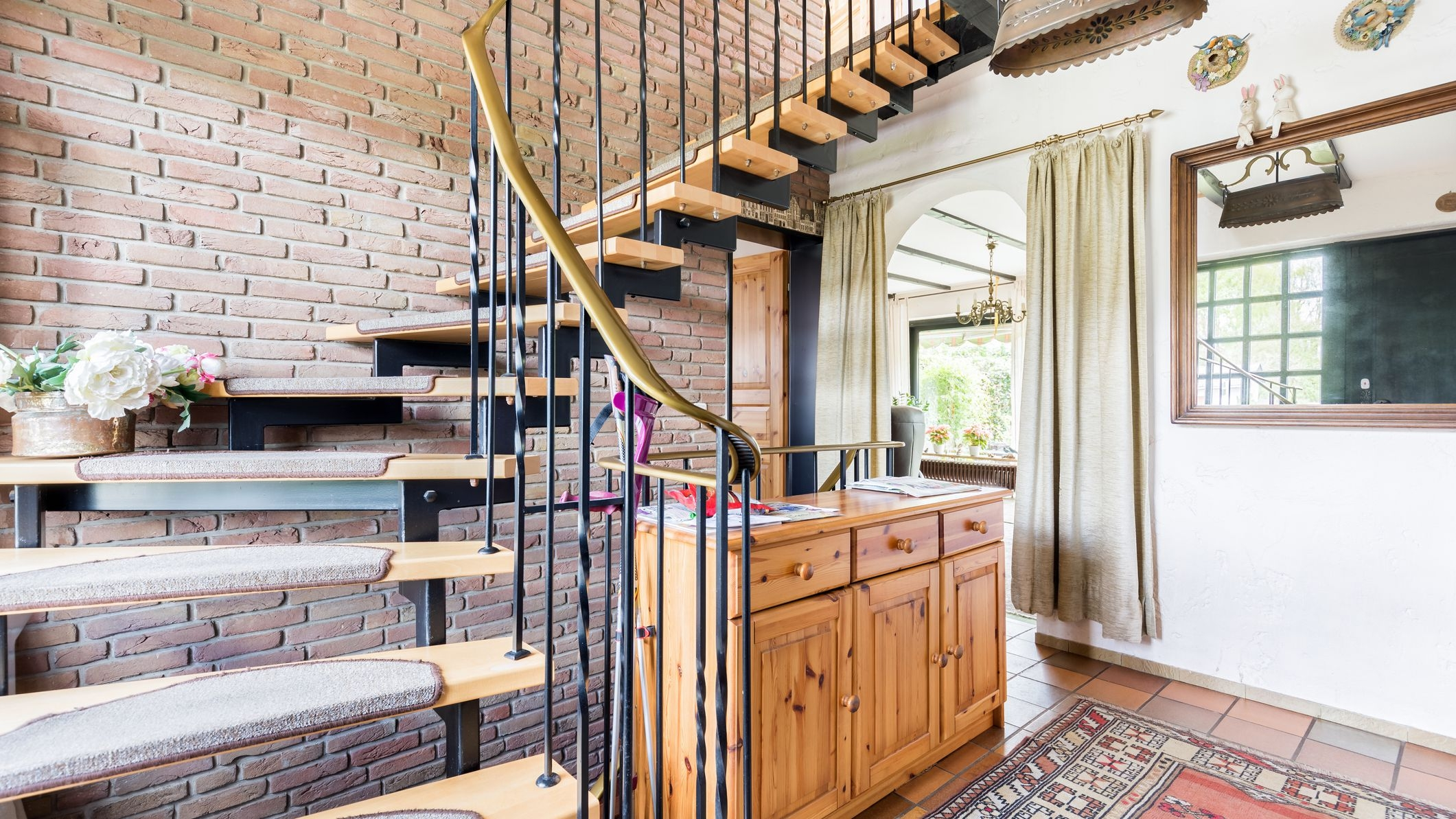 4 Decorative Ways To Dress Up A Stairway | Staircase Railing Designs For Your Home | Contemporary | Extraordinary | Country Home Interior | Eye Catching | Covered