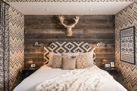 22 Modern Rustic Bedroom Decorating Ideas Rustic Bedroom with Chevron wallpaper
