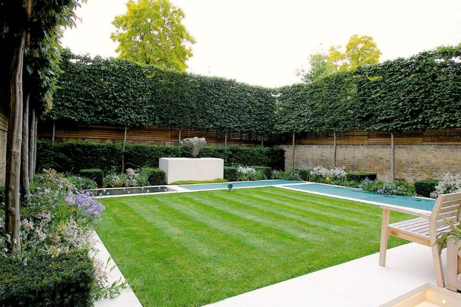 Choosing Privacy Fences Or Screens For Your Yard