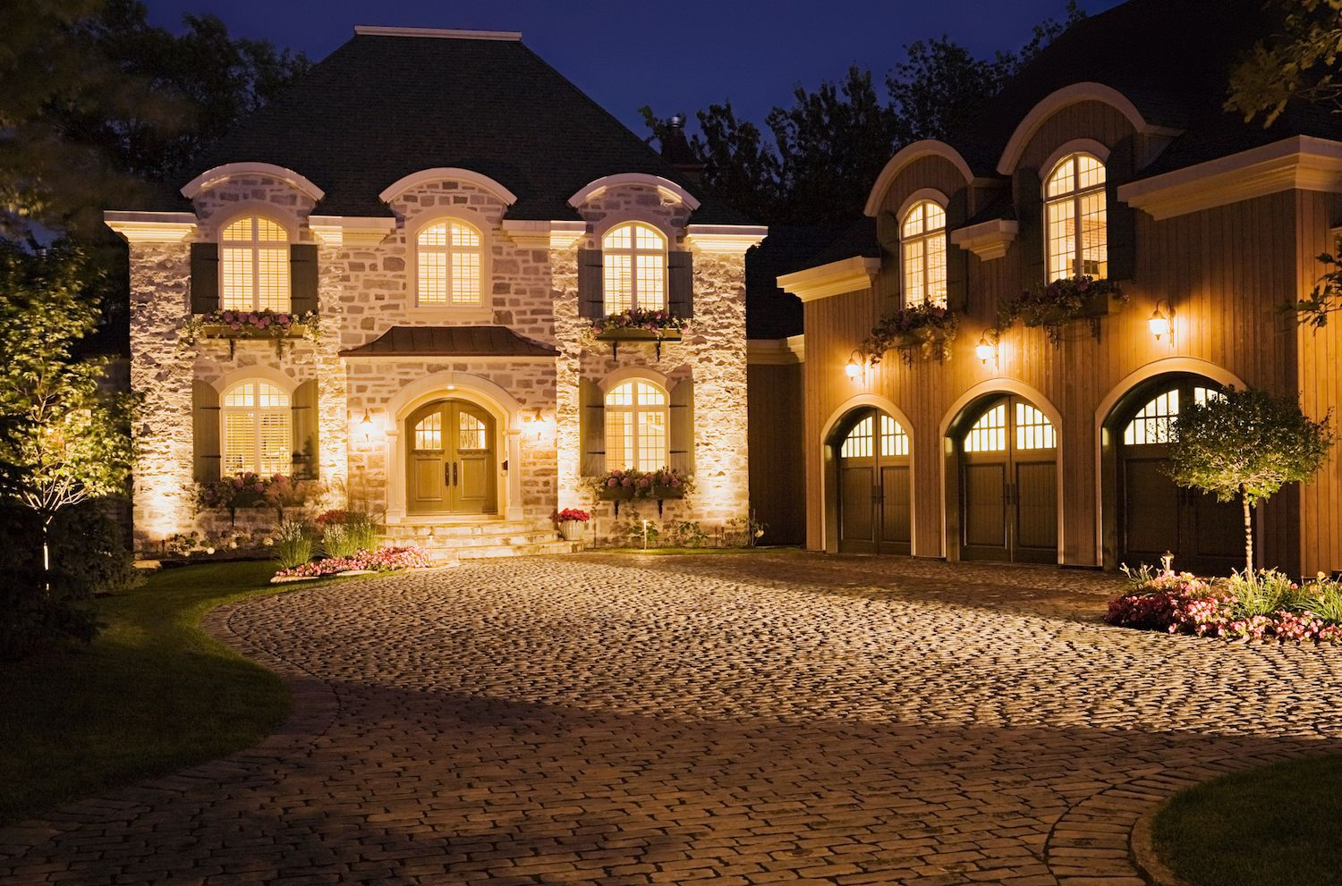 Landscape Lighting Show Off Your Nighttime Curb Appeal