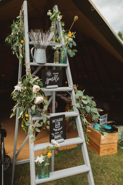 Diy Wedding Ladder Decor That Anyone Can Make