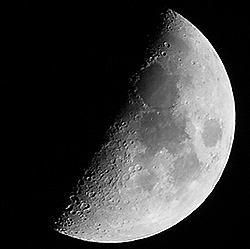 A área de superfície da lua é aproximadamente 3,793 x 10⁷ quilômetros quadrados